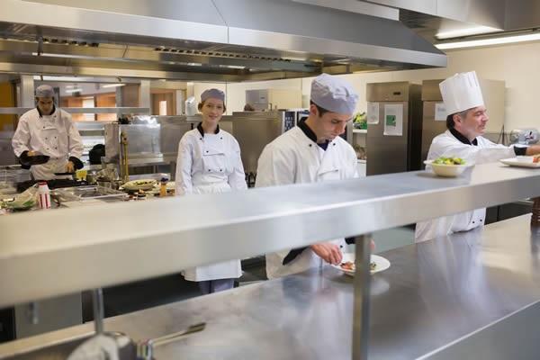 Ristrutturare una cucina industriale, a cosa stare attenti?